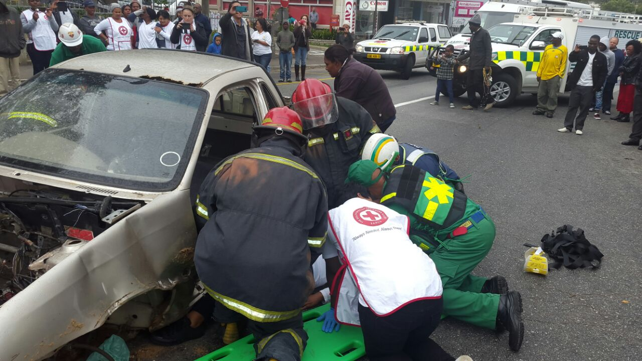Public First Aid demonstration by the Red Cross Knysna team